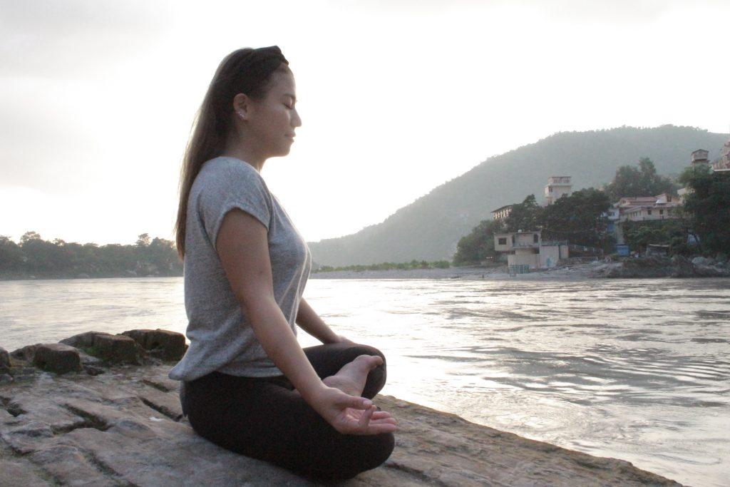 ガンジス河 瞑想